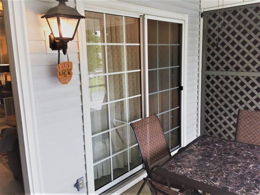 lanai door & Luckyu0027s Hideaway 511 | Paradise Lakes Vacation Rentals